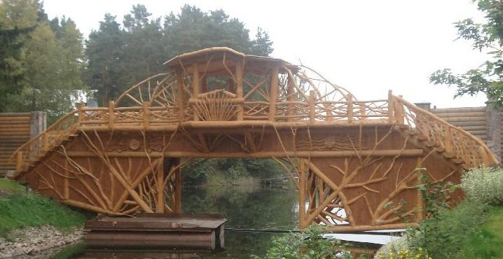 аккуратные декоративные мостики из дерева