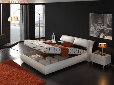 Кровать подъемными механизмами
