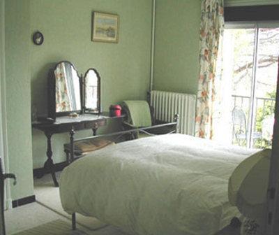Зеленый цвет стен в спальне