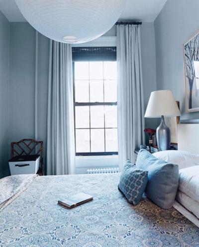 Синий цвет стен в спальне