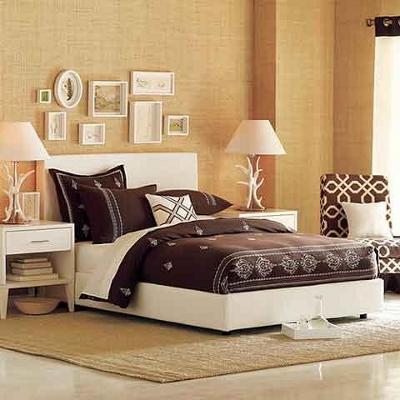 Коричневый цвет стен в спальне