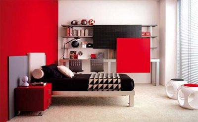 Красный цвет стен в спальне